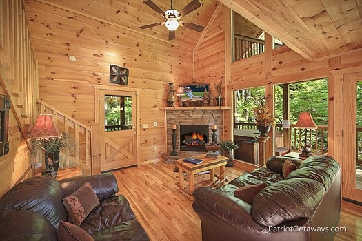 living room with stone fireplace at a moment in time a 2 bedroom cabin rental located in gatlinburg