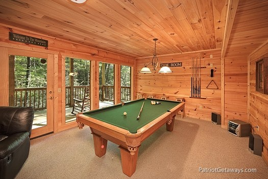 pool table in gameroom at a moment in time a 2 bedroom cabin rental located in gatlinburg
