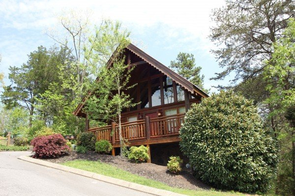 exterior view of the cabin from the road at alpine sunset thrill a 1 bedroom cabin rental located in pigeon forge