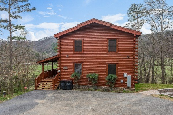 Flat parking and the cabin at Mountain View Meadows, a 3 bedroom cabin rental located in Pigeon Forge