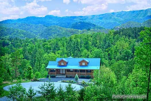 exterior view of winter wonderland a 3 bedroom cabin rental located in pigeon forge