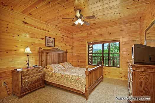 bedroom with queen bed at winter wonderland a 3 bedroom cabin rental located in pigeon forge