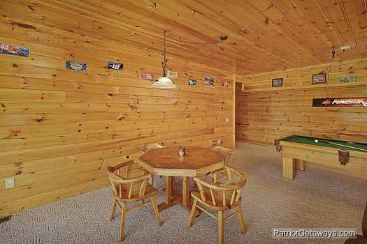 game room with card table at winter wonderland a 3 bedroom cabin rental located in pigeon forge