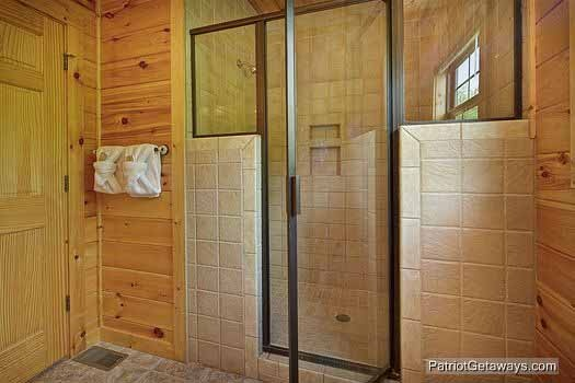 master bedroom shower at winter wonderland a 3 bedroom cabin rental located in pigeon forge