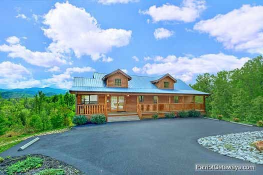Parking area at Winter Wonderland, a 3 bedroom cabin rental located in Pigeon Forge