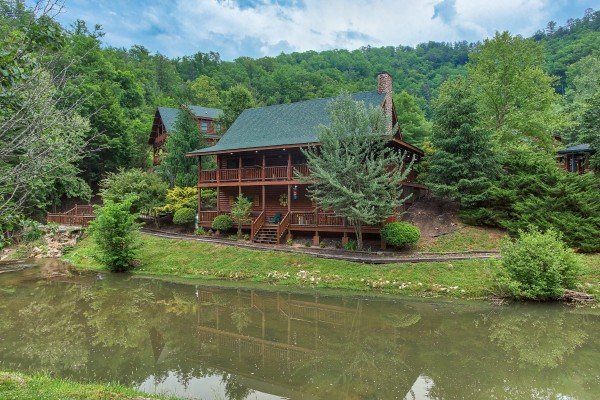 Creekside Lodge, a 6-bedroom cabin rental located in Pigeon Forge