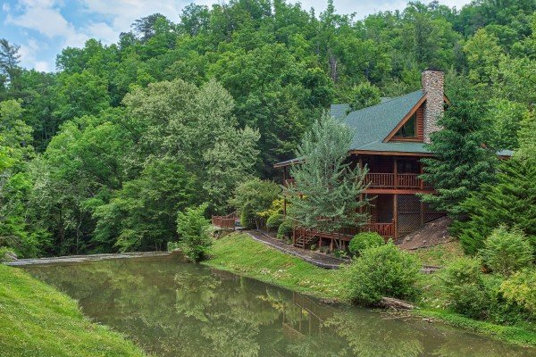 at Granny's Creekside Cabin, a 6-bedroom cabin rental located in Pigeon Forge nestled next to the water