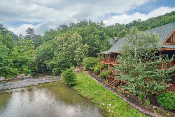 Granny's Creekside Cabin, a 6-bedroom cabin rental located in Pigeon Forge