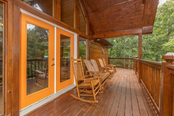 Rocking chairs on the deck at Wildlife Retreat, a 3 bedroom cabin rental located in Pigeon Forge