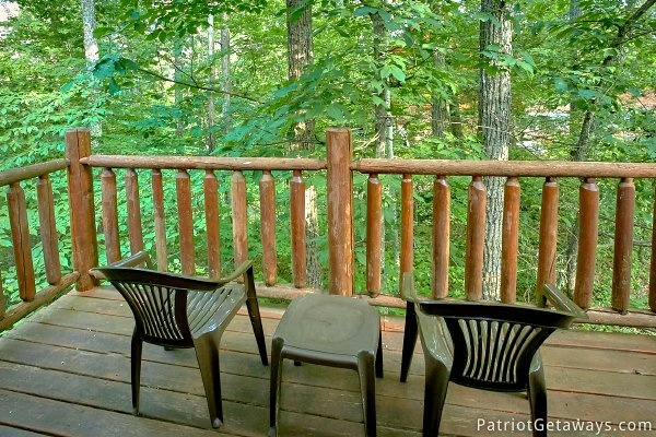 Table and chairs on the back deck at A Bear's View, a 1 bedroom cabin rental located in Gatlinburg