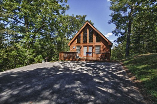 Gnarled Oak, a 2-bedroom cabin rental located in Gatlinburg