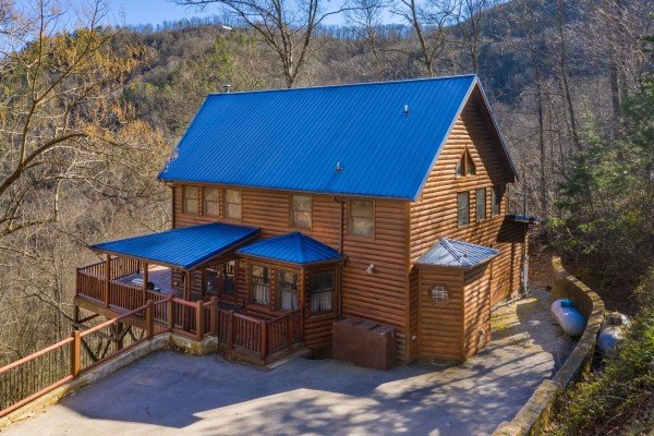 Driveway and cabin at Hatcher Mountain Retreat a 2 bedroom cabin rental located in Pigeon Forge