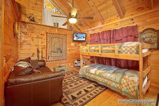 Twin bunk beds at Fishin' Hole, a 1-bedroom cabin rental located in Gatlinburg