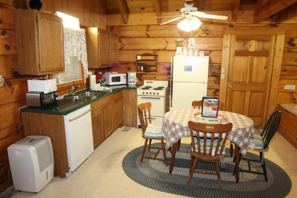 at bear tracks a 2 bedroom cabin rental located in pigeon forge