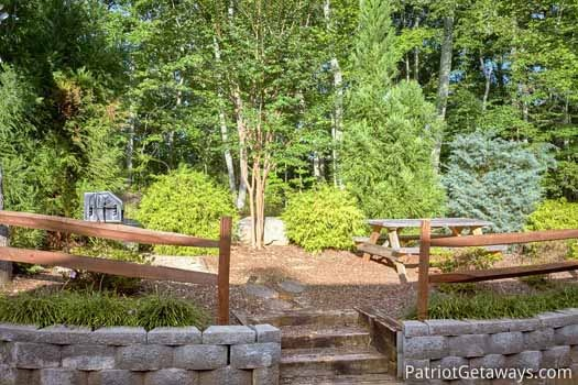 picnic and grill area at gentleman jack's a 3 bedroom cabin rental located in gatlinburg