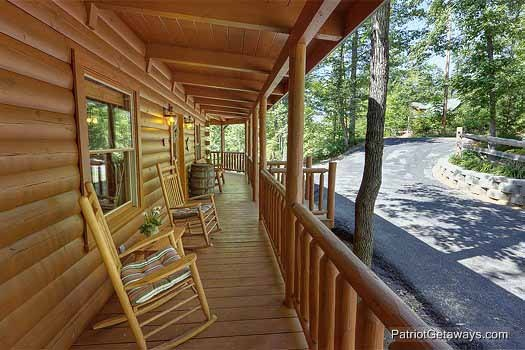rockers on the front porch of gentleman jack's a 3 bedroom cabin rental located in gatlinburg