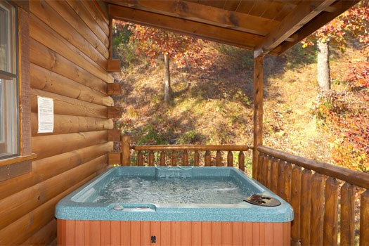 hot tub on the deck of big bear falls a 2 bedroom cabin rental located in gatlinburg
