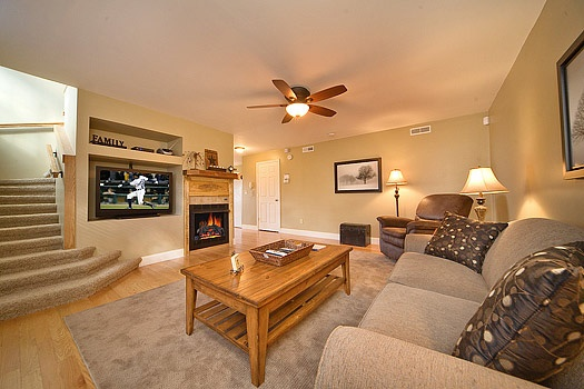 Chalet living room with fireplace and sofa bed at Astonishing Views, a 2-bedroom cabin rental located in Gatlinburg