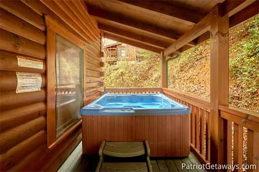 hot tub under a covered deck at black bear lodge a 5 bedroom cabin rental located in pigeon forge