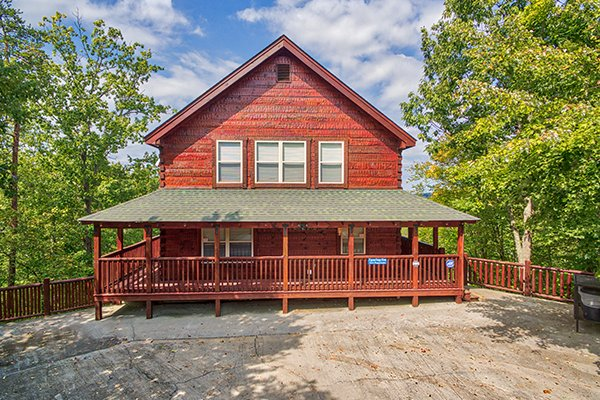 Level parking and front entrance at Pigeon Forge View, a 6 bedroom cabin rental located in Pigeon Forge