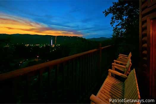night view from the deck at night lights lodge a 7 bedroom cabin rental located in gatlinburg