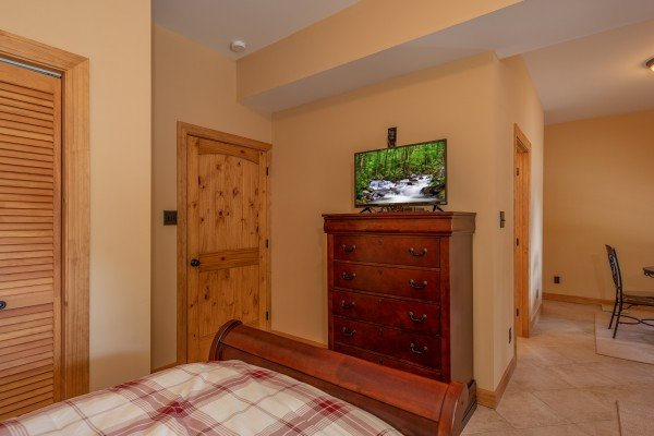 Dresser and TV in a bedroom at Mountain Lake Getaway, a 3 bedroom cabin rental located at Douglas Lake