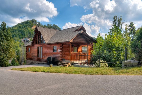 Kick Back & Relax! A 4 bedroom cabin rental located in Pigeon Forge