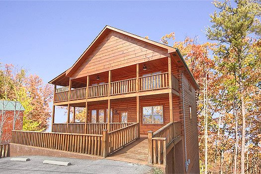 Paved parking lot with ramp up to deck at Hickernut Lodge, a 5-bedroom cabin rental located in Pigeon Forge