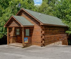 Saw'n Logs, a 1 bedroom cabin rental located in Pigeon Forge
