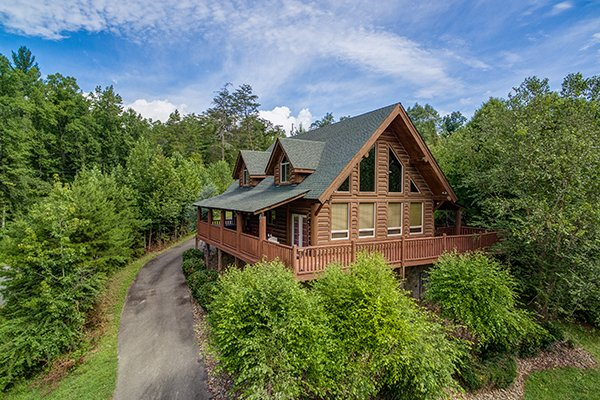 Longwalker Lodge, a 3 bedroom cabin rental located in Pigeon Forge