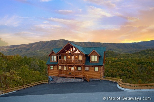 Grand Timber Lodge, a 5-bedroom cabin rental located in Pigeon Forge