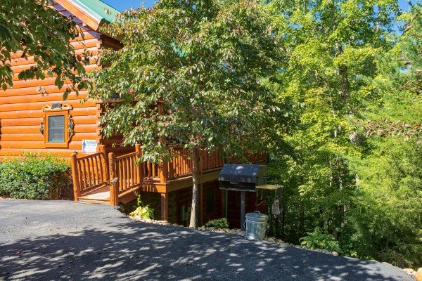 Parking area at Bearfoot Paradise, a 3-bedroom cabin rental located in Pigeon Forge