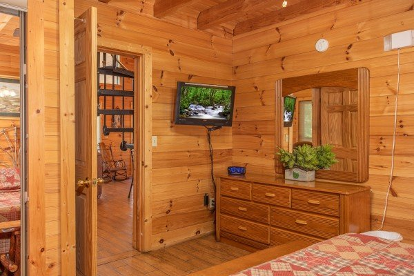bedroom television and dresser at almost heaven a 1 bedroom cabin rental located in pigeon forge