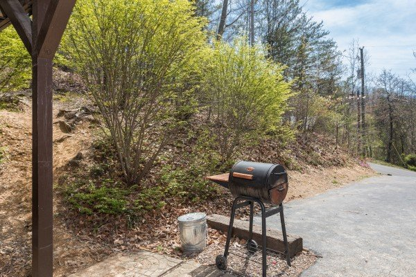 Grill off the parking area at Pine Splendor, a 5 bedroom cabin rental located in Pigeon Forge