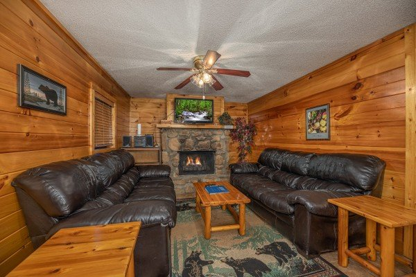 Living room at Pine Splendor, a 5 bedroom cabin rental located in Pigeon Forge