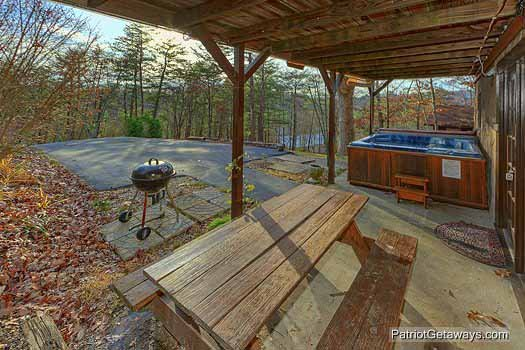 Picnic area and grill at Pine Splendor, a 5 bedroom cabin rental located in Pigeon Forge
