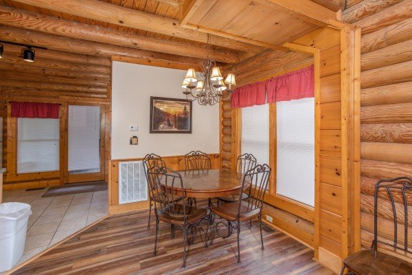 Dining space for five at Starry Starry Night #725, a 2 bedroom cabin rental located in Pigeon Forge