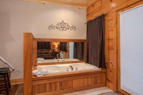 Jacuzzi tub at Starry Starry Night #725, a 2 bedroom cabin rental located in Pigeon Forge
