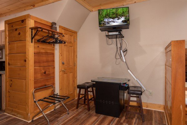 Bedroom with arcade game and TV at Starry Starry Night #725, a 2 bedroom cabin rental located in Pigeon Forge