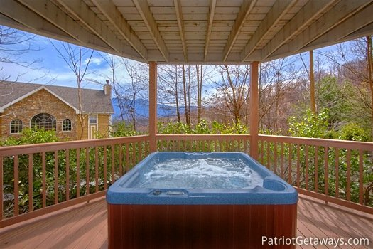covered hot tub at second glance a 3 bedroom cabin rental located in gatlinburg