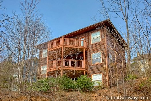 rear exterior view at second glance a 3 bedroom cabin rental located in gatlinburg