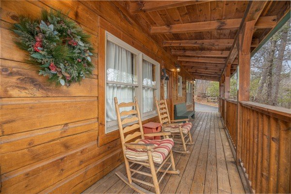 Rocking chairs out on the front porch at Fox Ridge, a 3 bedroom cabin rental located in Pigeon Forge