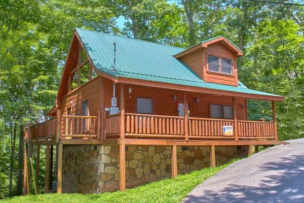 Pop's Snuggle Bear, a 1 bedroom cabin rental located in Pigeon Forge