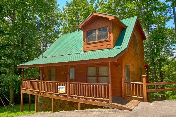 Looking back at Pop's Snuggle Bear, a 1 bedroom cabin rental located in Pigeon Forge