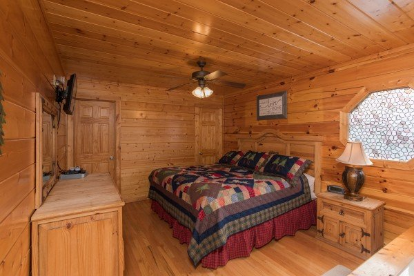 at kick back & relax! a 4 bedroom cabin rental located in pigeon forge