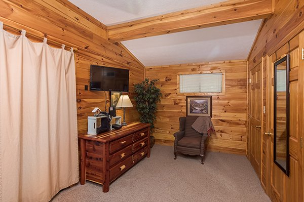 Television and a dresser in the bedroom at Bird's Eye View, a 2-bedroom cabin rental located in Gatlinburg