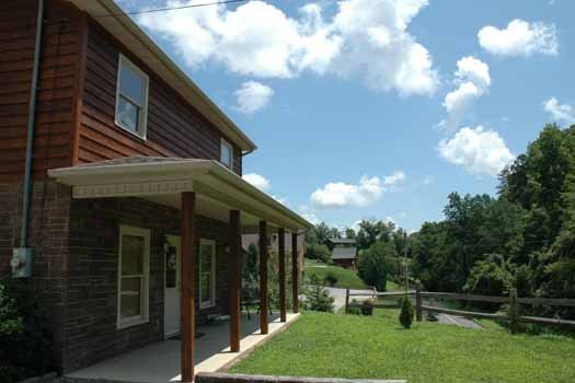 front yard at heaven sent a 2 bedroom cabin rental located in pigeon forge