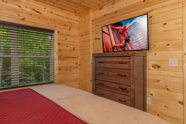 Dresser and TV in a bedroom at Mountain Life, a 2 bedroom cabin rental located in Pigeon Forge