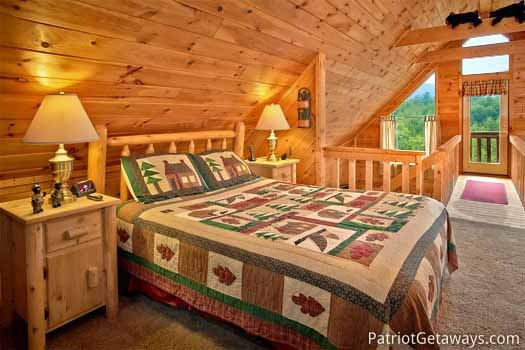 queen sized be in loft at cabin on the hill a 1 bedroom cabin rental located in pigeon forge
