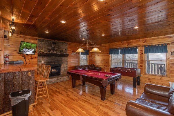 Fireplace, bar, and TV in the game room at 5 Star View, a 3 bedroom cabin rental located in Gatlinburg